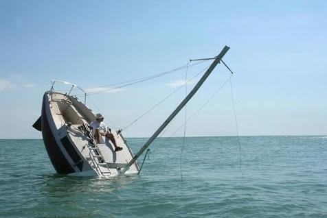 Sparare una cannonate da una barca a vela non è una buona idea